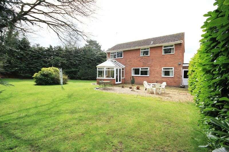 4 Bedrooms Detached House for sale in Woodlands Grove, Whitchurch