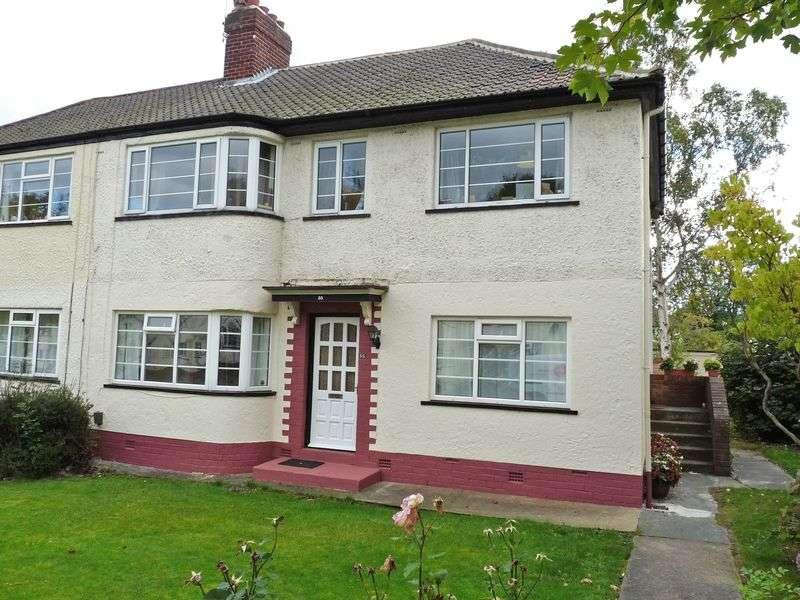 2 Bedrooms Flat for sale in Redesdale Gardens, Adel, Leeds 2 Double Bedroom, Ground Floor Flat with on street parking