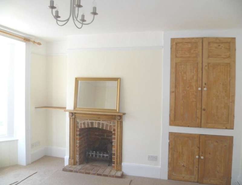 2 Bedrooms Flat for rent in Tarrant Street, Arundel, BN18