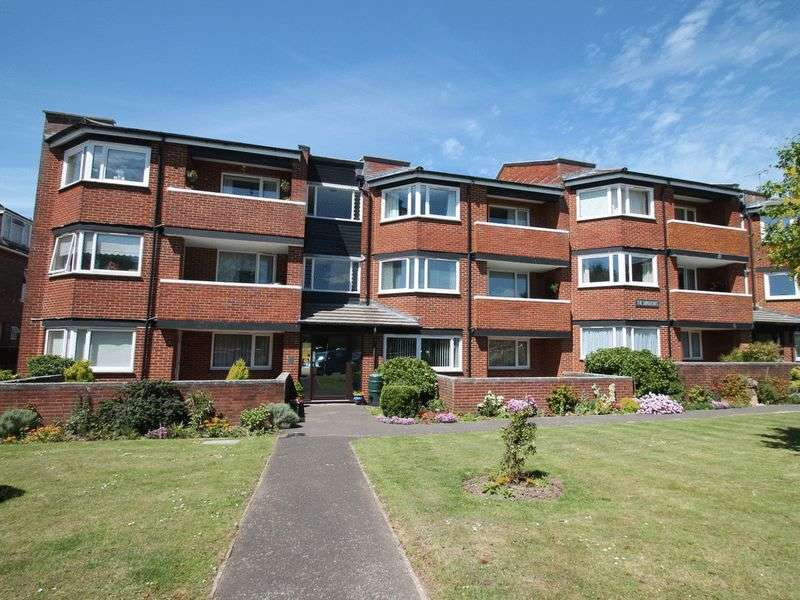 2 Bedrooms Flat for sale in St. Catherines Road, Littlehampton