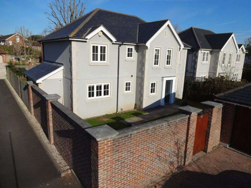 4 Bedrooms Detached House for sale in Manor Copse, Felpham