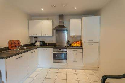 2 Bedrooms Flat for sale in Wilmslow Road, Manchester, Greater Manchester, .