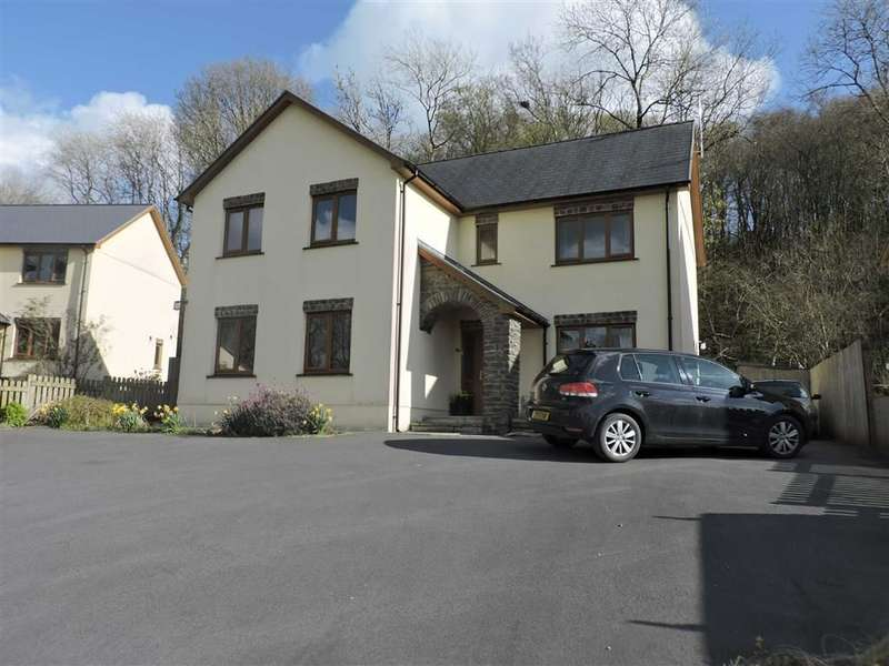 3 Bedrooms Property for sale in Cysgod Y Coed, Cwmann