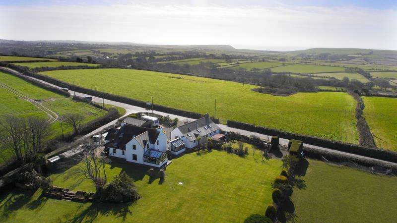 7 Bedrooms Detached House for sale in Glom Farm, Milton, Tenby, Pembrokeshire