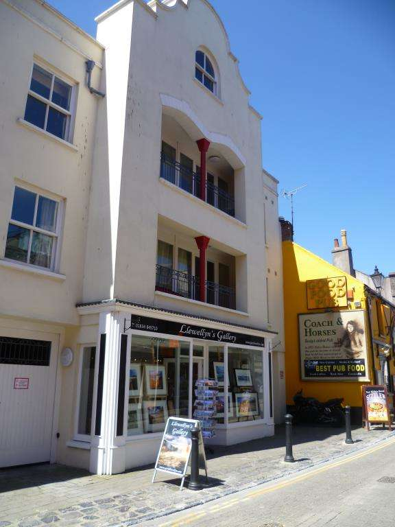 2 Bedrooms Flat for sale in Flat 7, The Cobourg, Upper Frog Street, Tenby