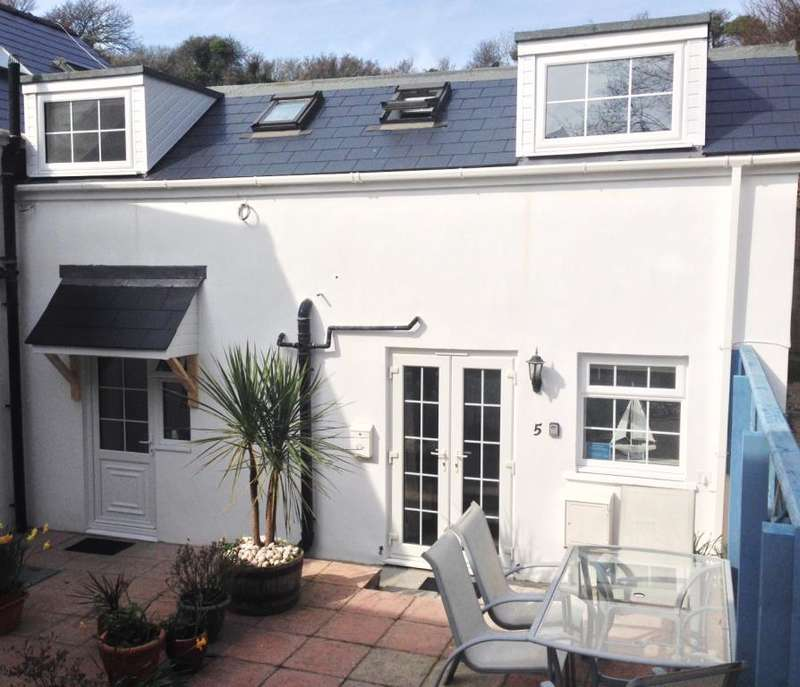 2 Bedrooms House for sale in The Coach House, Penally, Tenby