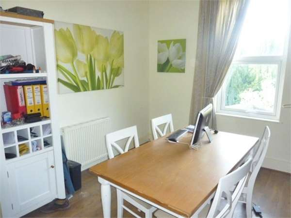 2 Bedrooms Flat for sale in Birch Road, Bebington, Wirral, Merseyside