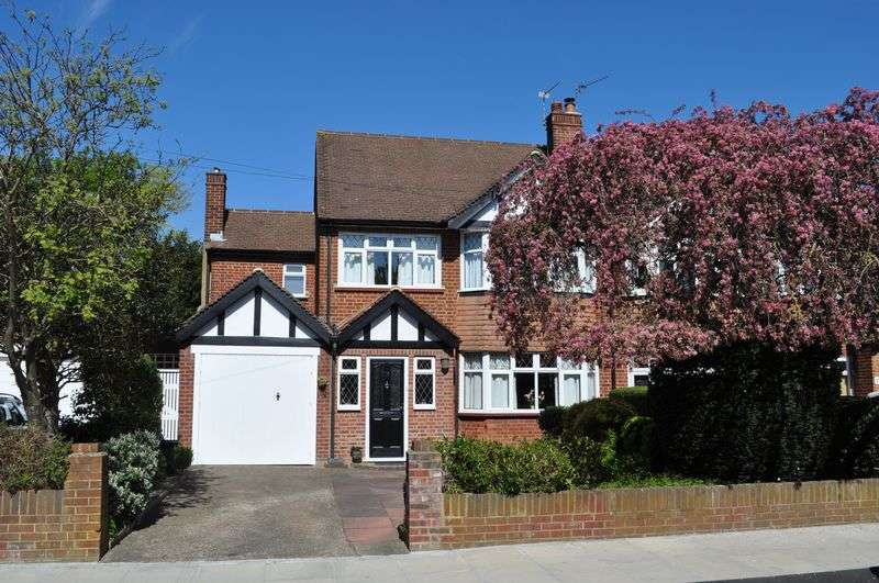 3 Bedrooms Semi Detached House for sale in Ormond Drive, Hampton