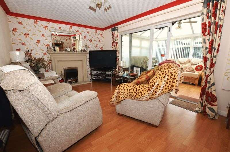 3 Bedrooms Semi Detached House for sale in Beverley Croft, Birmingham