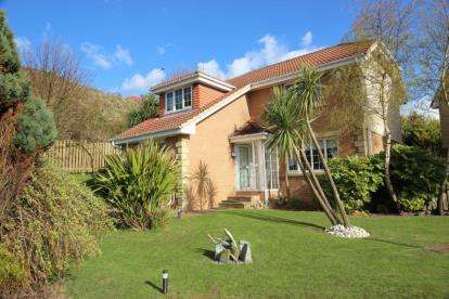 5 Bedrooms Detached House for sale in Faulds Wynd, Seamill