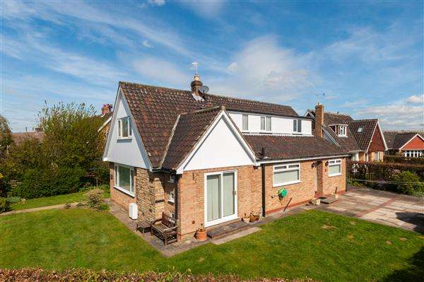 4 Bedrooms Detached Bungalow for sale in Coxlea Grove, Appletree Village, York