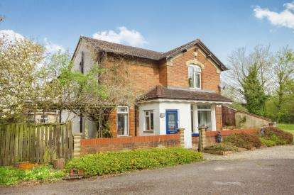 5 Bedrooms Detached House for sale in Station Road, Berkeley, Gloucestershire