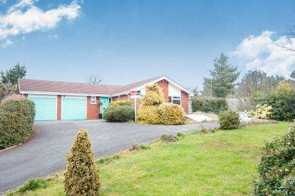 2 Bedrooms Bungalow for sale in Arundel, Dosthill, Tamworth, Staffordshire