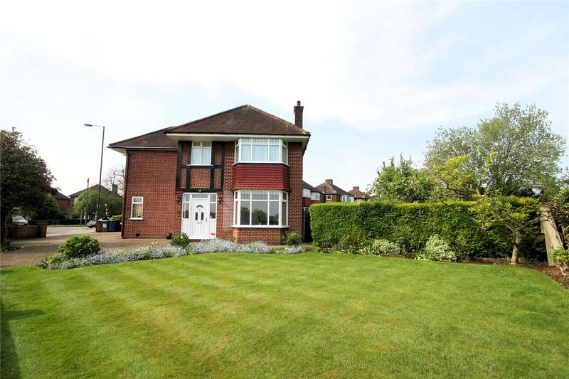 3 Bedrooms Detached House for sale in Wemborough Road, Stanmore, HA7