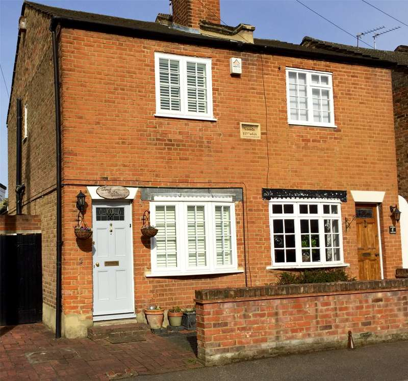 2 Bedrooms End Of Terrace House for sale in School Road, East Molesey, Surrey, KT8