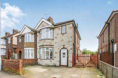 3 Bedrooms Semi Detached House for sale in Northview Road, Luton, Bedfordshire, England