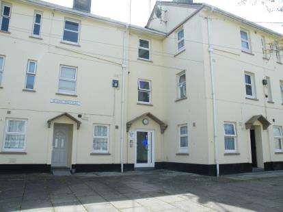 3 Bedrooms Flat for sale in Meadow Street, St. Austell, Cornwall