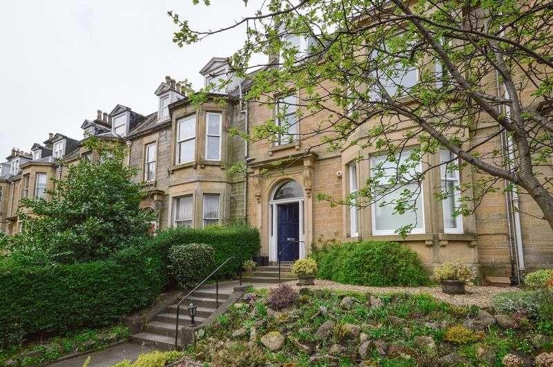 2 Bedrooms Flat for sale in 24/3 Craigmillar Park, Newington, Edinburgh, EH16 5PS