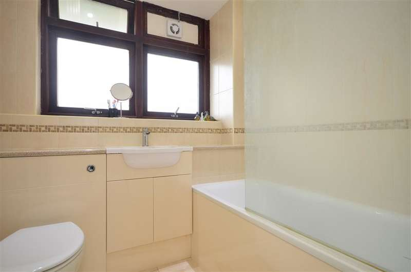 2 Bedrooms Flat for sale in Melford Road, East Ham