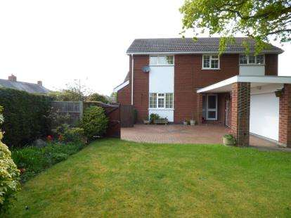 4 Bedrooms Detached House for sale in Hillock Lane, Gresford, Wrexham, LL12