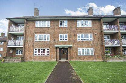 2 Bedrooms Flat for sale in Alexandra Road, London
