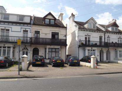3 Bedrooms Flat for sale in Clacton-on-Sea, Essex