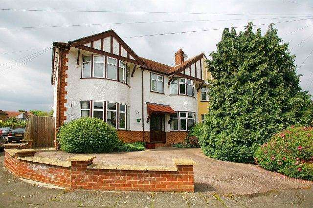 5 Bedrooms Semi Detached House for sale in Denham Cres, Cricket Greens, Mitcham
