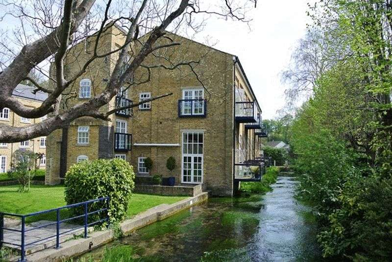 3 Bedrooms Flat for sale in Mill Race, River