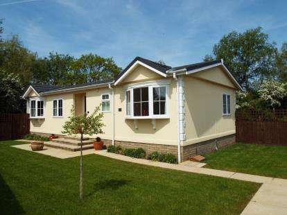 2 Bedrooms Mobile Home for sale in Cambridge Road, Stretham, Ely
