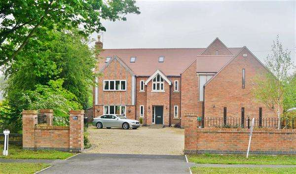 6 Bedrooms Detached House for sale in Belton Lane, Grantham