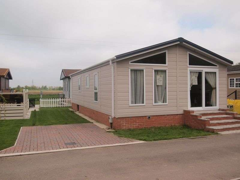 2 Bedrooms Detached Bungalow for sale in Wainfleet Bank, Skegness