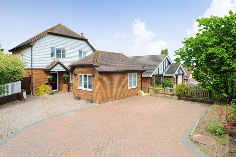 5 Bedrooms Detached House for sale in Oakwood Mews, Stanley Road, CT5