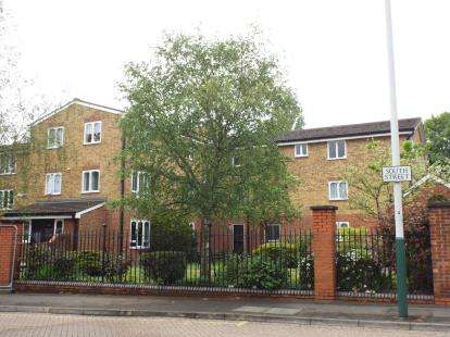 1 Bedroom Flat for sale in Frazer Close, Romford, Essex