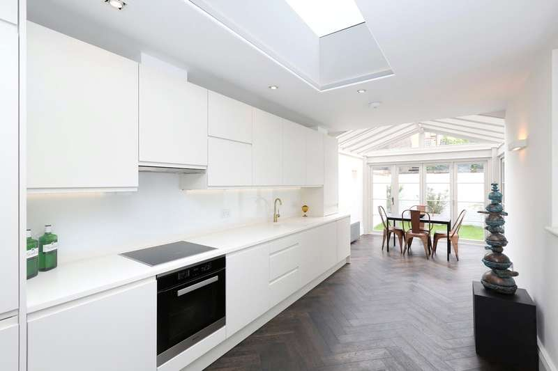 3 Bedrooms Maisonette Flat for sale in Guilford Street, London, WC1N