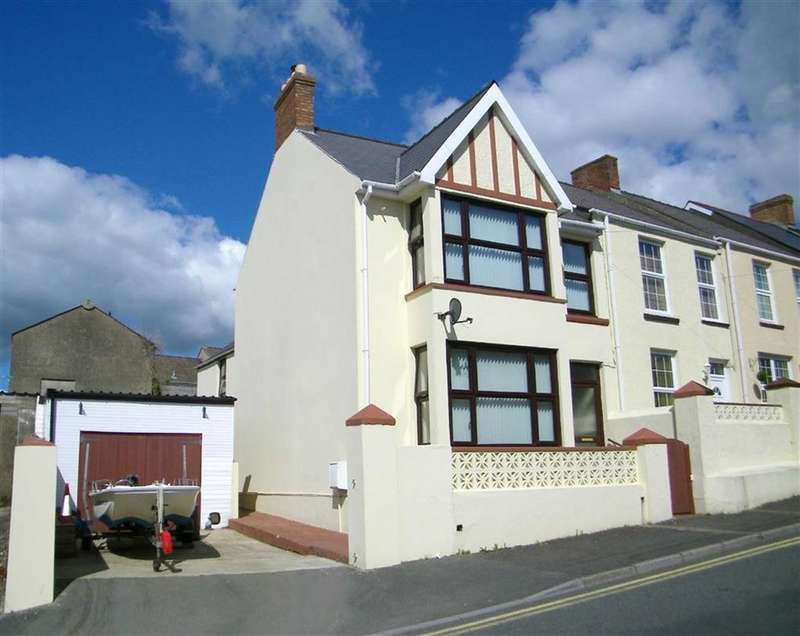 3 Bedrooms Property for sale in Cromwell Road, Milford Haven