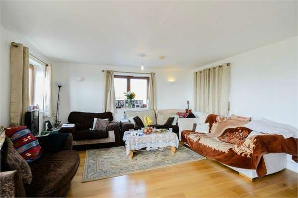 3 Bedrooms Detached House for sale in The Ridgeway, Enfield, Greater London