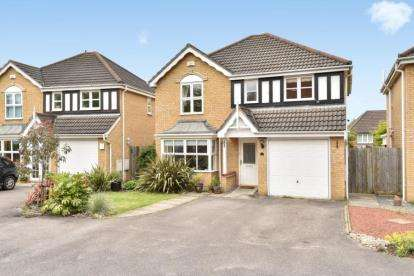 4 Bedrooms Detached House for sale in Penhale Close, Orpington