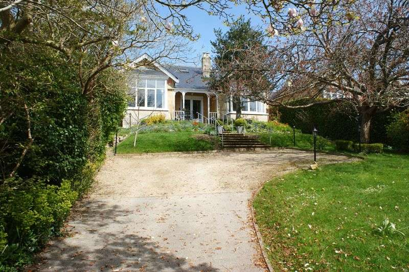 4 Bedrooms Detached House for sale in Yomede Park, Newbridge, Bath, BA1 3LS