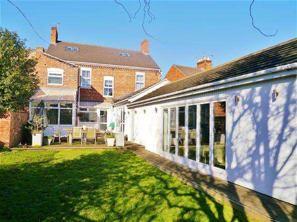 5 Bedrooms Town House for sale in Exeter House, Park Road, Grantham