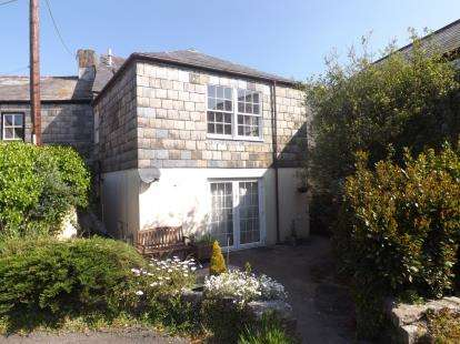 3 Bedrooms Maisonette Flat for sale in Higher East Street, St. Columb, Cornwall