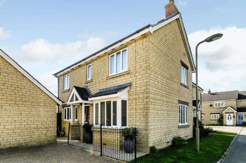3 Bedrooms Semi Detached House for sale in Hodgson Close, Fritwell