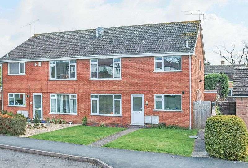 2 Bedrooms Flat for sale in Crooks Lane, Studley