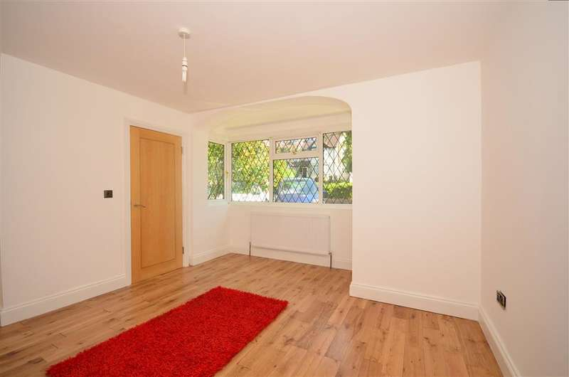 2 Bedrooms Ground Flat for sale in Foxley Lane, Purley, Surrey