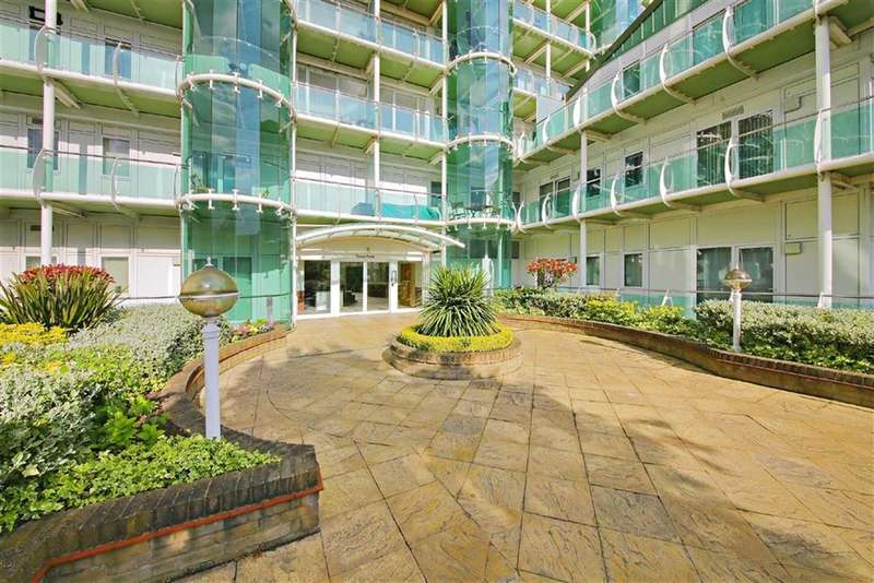 2 Bedrooms Flat for sale in Tower Point, Enfield, Middx