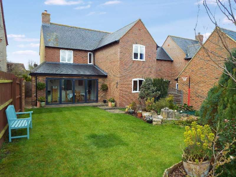 4 Bedrooms Detached House for sale in LONDON ROAD, BOZEAT