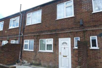 3 Bedrooms Flat for sale in Rainham, Essex