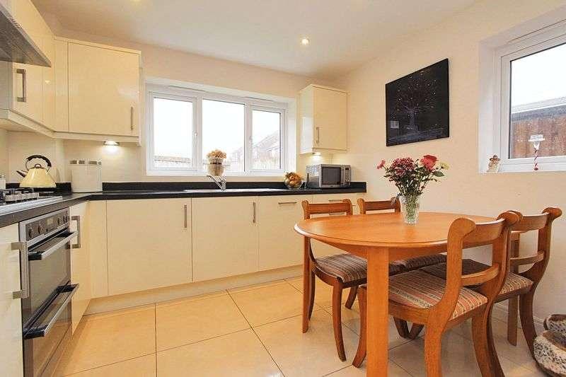 4 Bedrooms Detached House for sale in Benedict Drive FY3 0EN