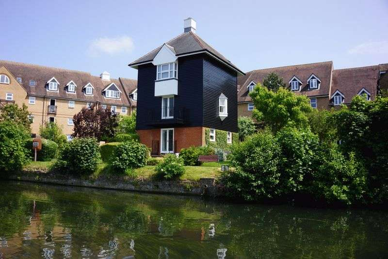 2 Bedrooms Detached House for sale in Railway Street, Hertford