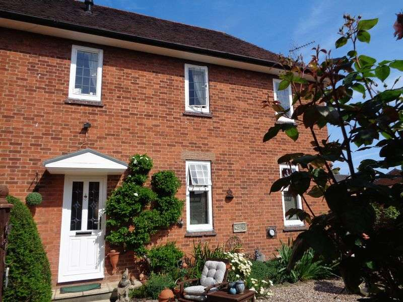 2 Bedrooms Terraced House for sale in Burlingham Court, Briar Close, Evesham