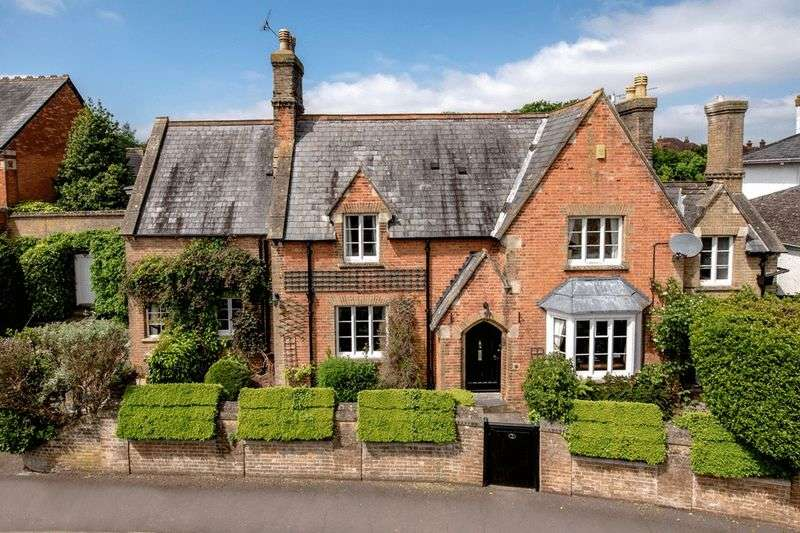 4 Bedrooms Detached House for sale in Middleway, Taunton
